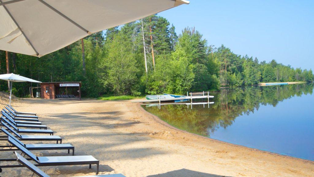 Озеро Красавица у Лесной Рапсодии