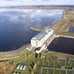 Дамба на Рыбинском водохранилище