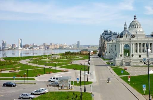 Фото Кремлевской набережной в Казани