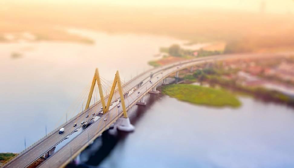 Вид с высоты на мост Миллениум в Казани