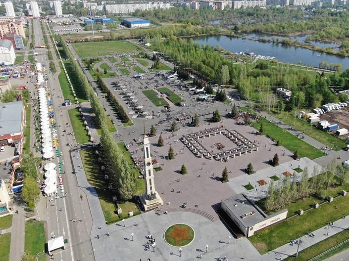 Вид с воздуха на парк Победы в Казани